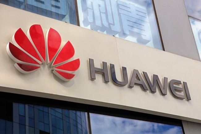 En bild på Huaweis logga på fasad